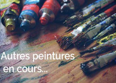 tubes de peintures et pinceaux